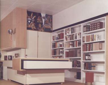 Interno di una biblioteca di Porretta Terme