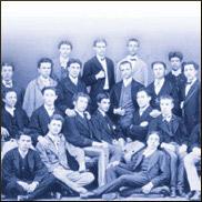 Una scuola in posa. Dall'archivio fotografico dell'Istituto Crescenzi- Pacinotti