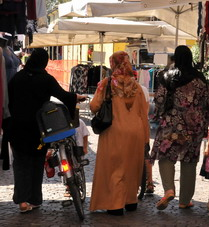 Bologna: la fotografia dei cittadini stranieri in città