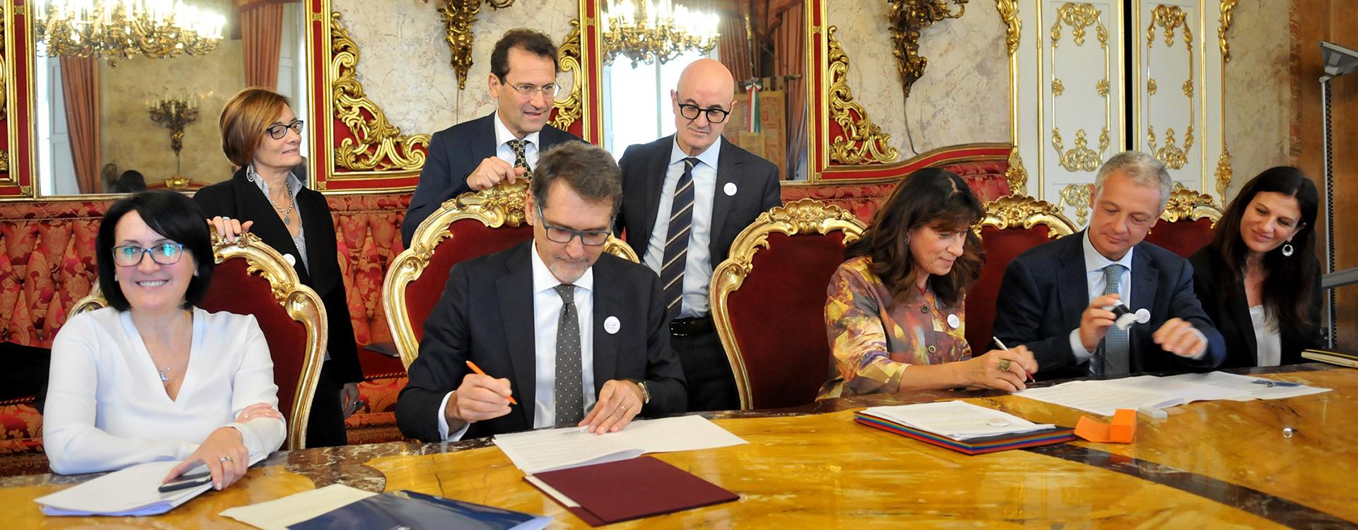 Foto: la firma del protocollo