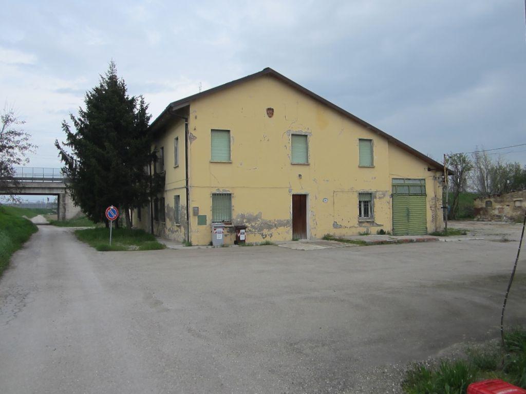Fabbricati rurali Podere Lavino Vecchio in Bologna, località Lavino di Mezzo