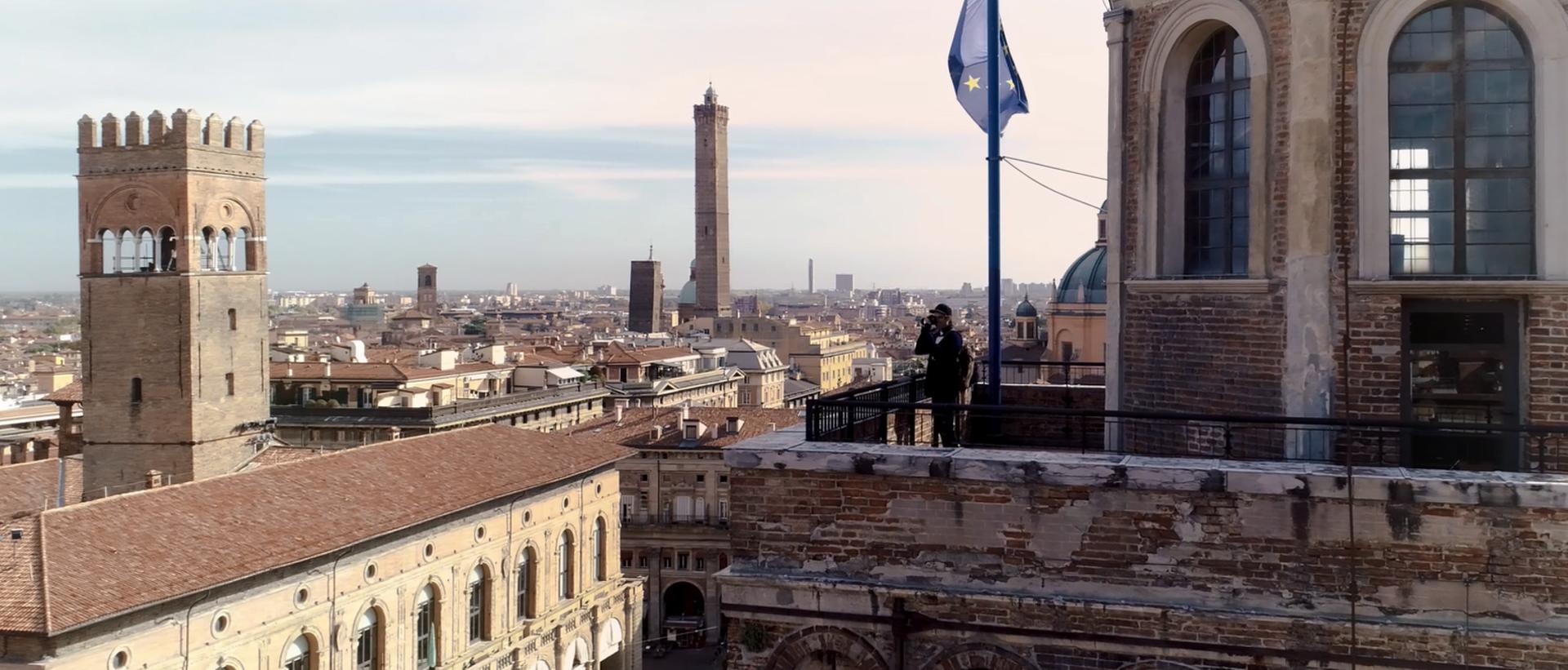 """Bologna, Torre dell'Orologio. Immagine tratta dal video """"Torre dell'Orologio"""""""