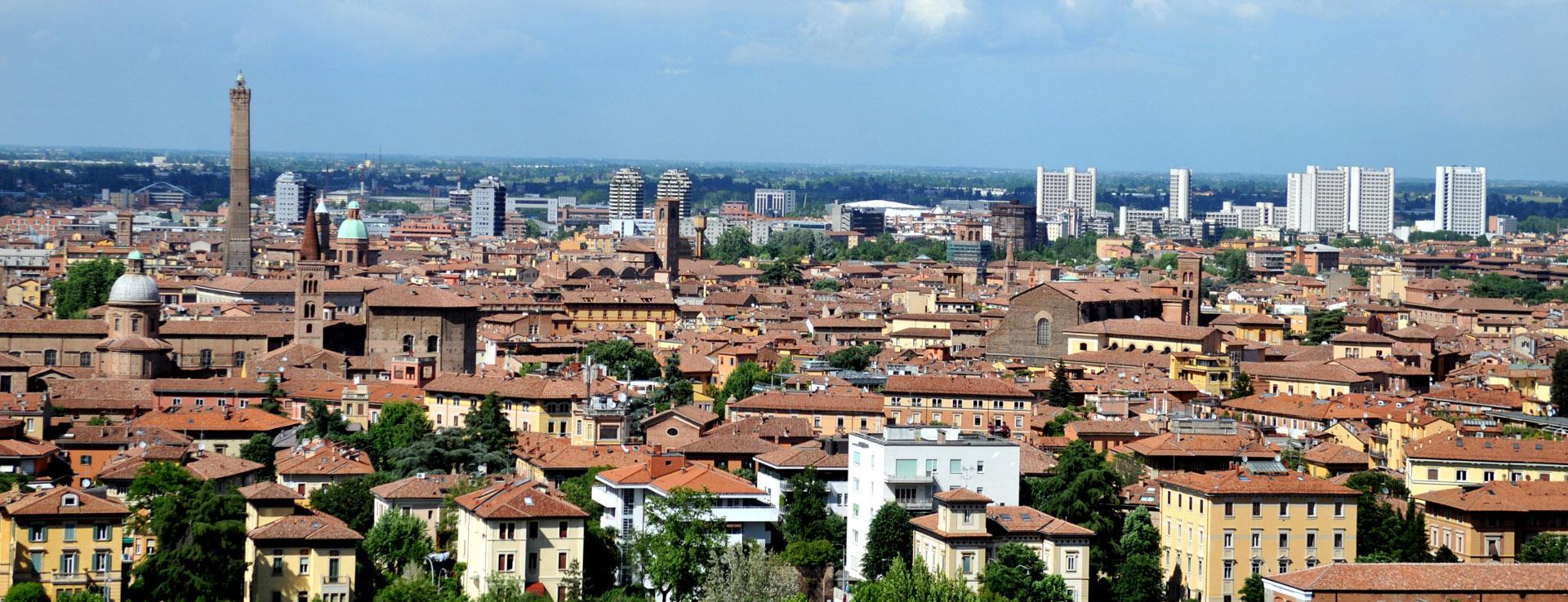 Foto: panoramica su Bologna. Archivio Città metropolitana di Bologna