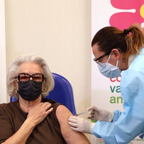 Vaccinazioni anti-Covid, sono aperte le prenotazioni per la terza dose