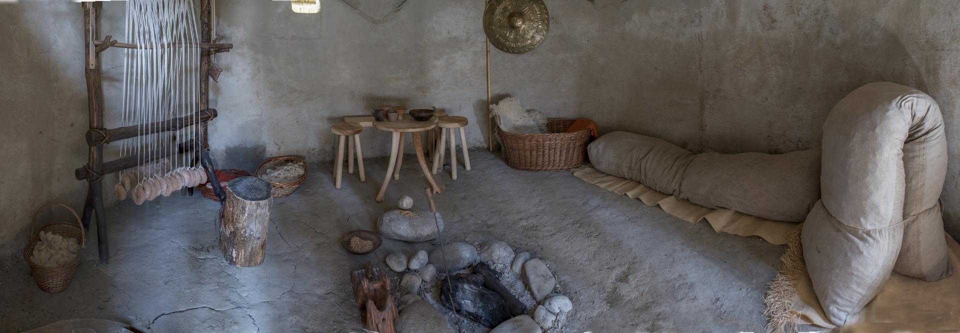 Foto: interno della capanna villanoviana. MUV