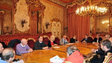 Un momento della firma con l'assessore regionale alle Attività produttive  Palma Costi e il Consigliere delegato della Città metropolitana allo Sviluppo economico e Appennino Massimo Gnudi