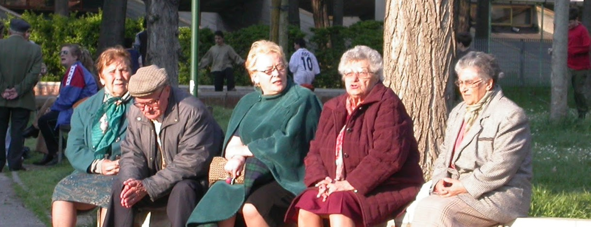 Anziani al parco - Archivio Città metropolitana di Bologna