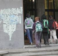 Graffiti sui muri di scuola - Archivio Provincia di Bologna