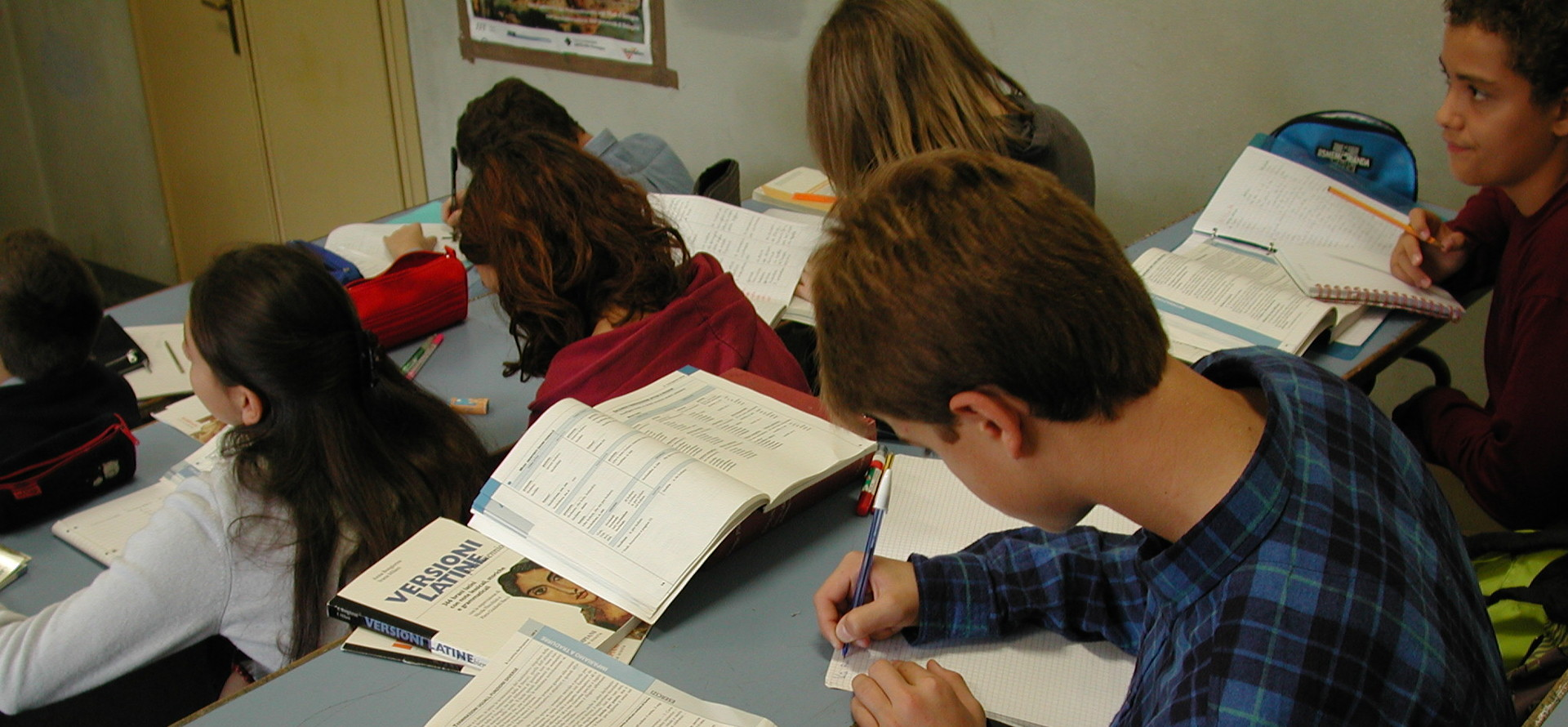 Foto: studenti a lezione. Archivio Città metropolitana di Bologna