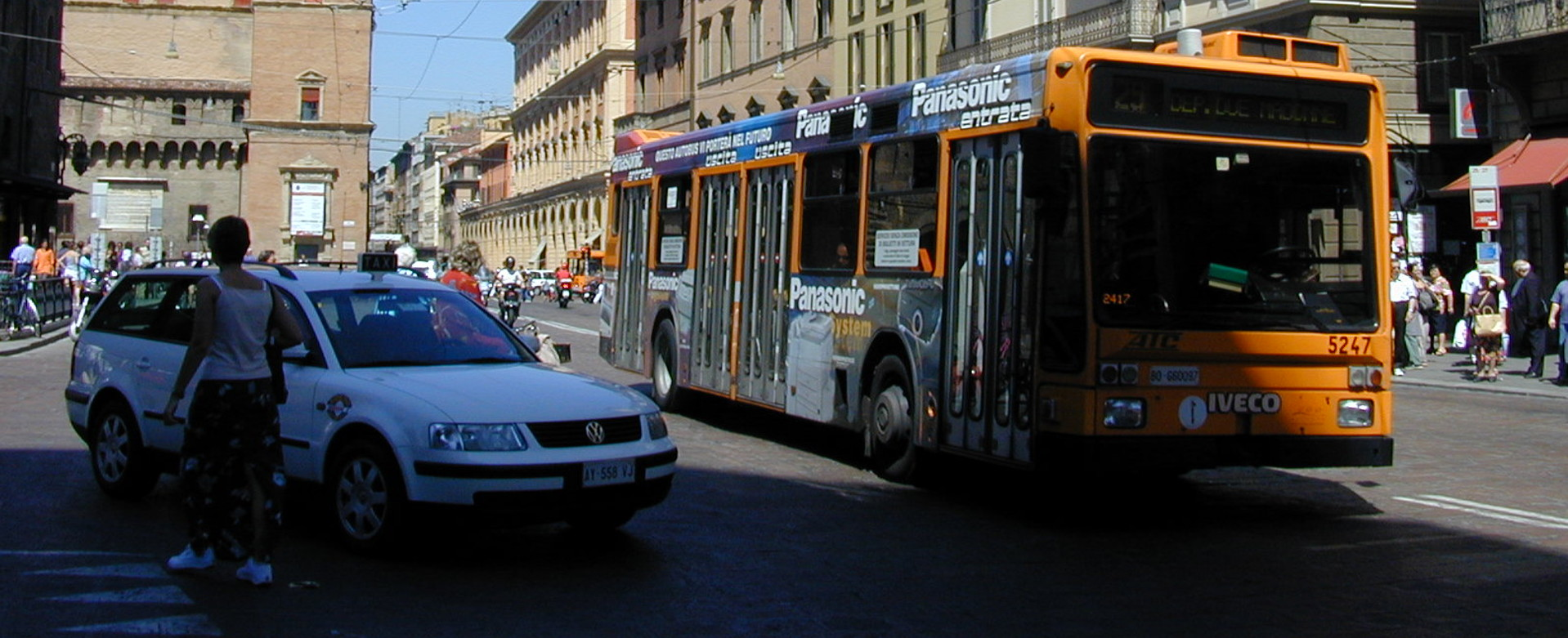 Foto: Taxi a Bologna - Archivio Città metropolitana di Bologna