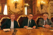 La firma della convenzione, da sinistra: Rizzo, Venturi e Ceccardi