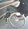 Persona su sedia a rotelle e barriera architettonica - Archivio Provincia di Bologna