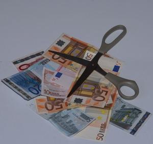 Banconote e forbici