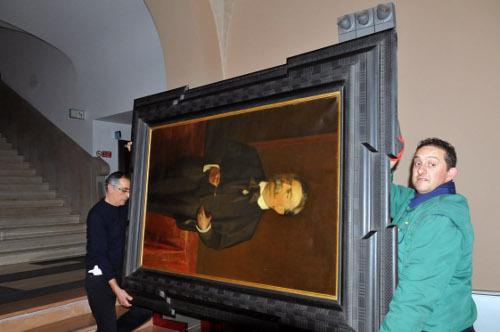 Il ritratto di Andrea Costa che normalmente decora sala Giunta, insieme al ritratto di Marco Minghetti