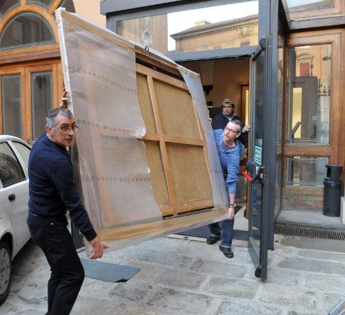 Le opere lasciano palazzo Malvezzi per la sede dell'esposizione, palazzo Pepoli Campogrande, via Castiglione 7.