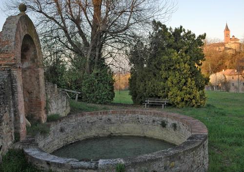 Fontana storica e borgo di San Pietro