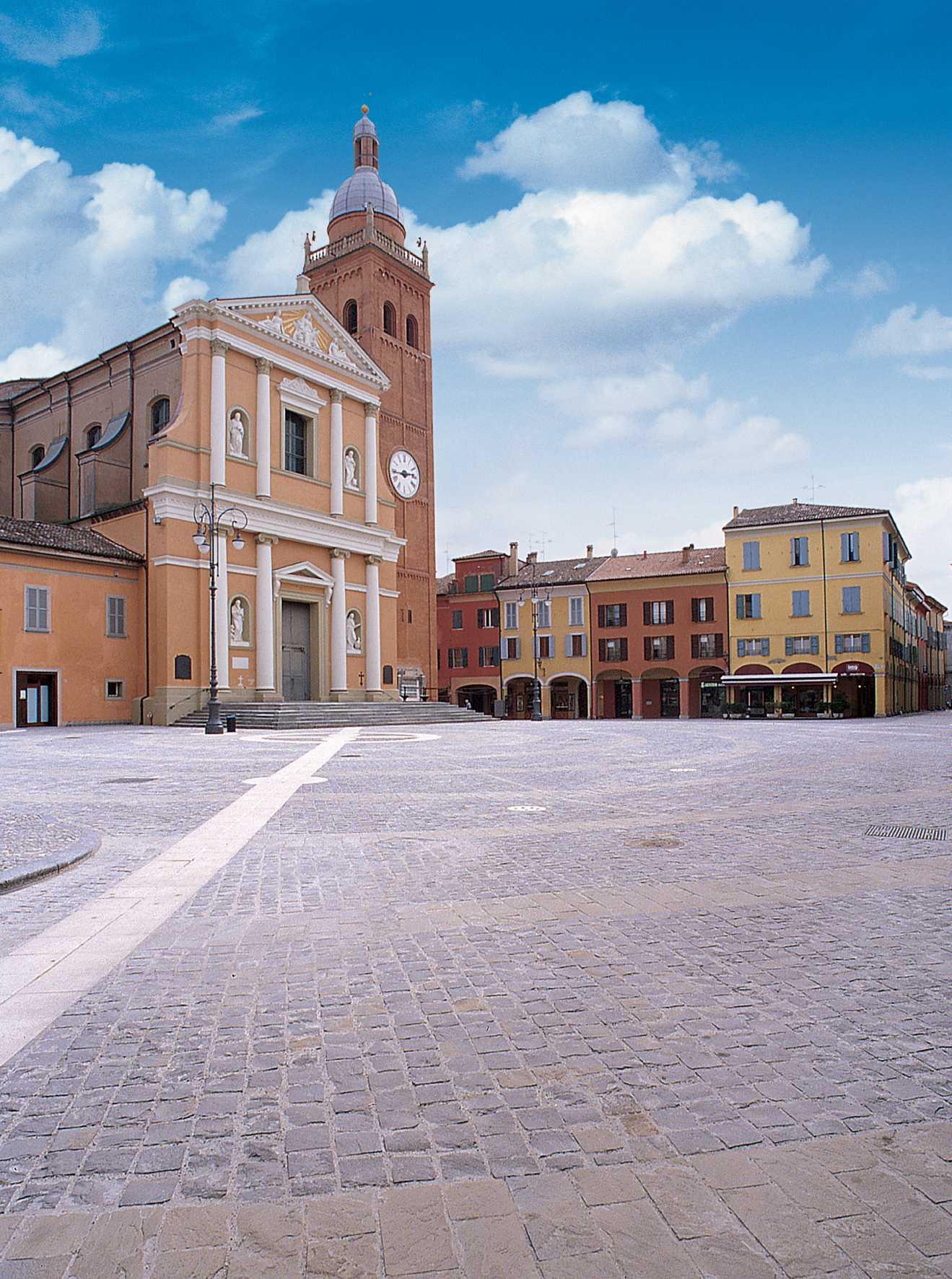 La piazza di San Giovanni in Persicento