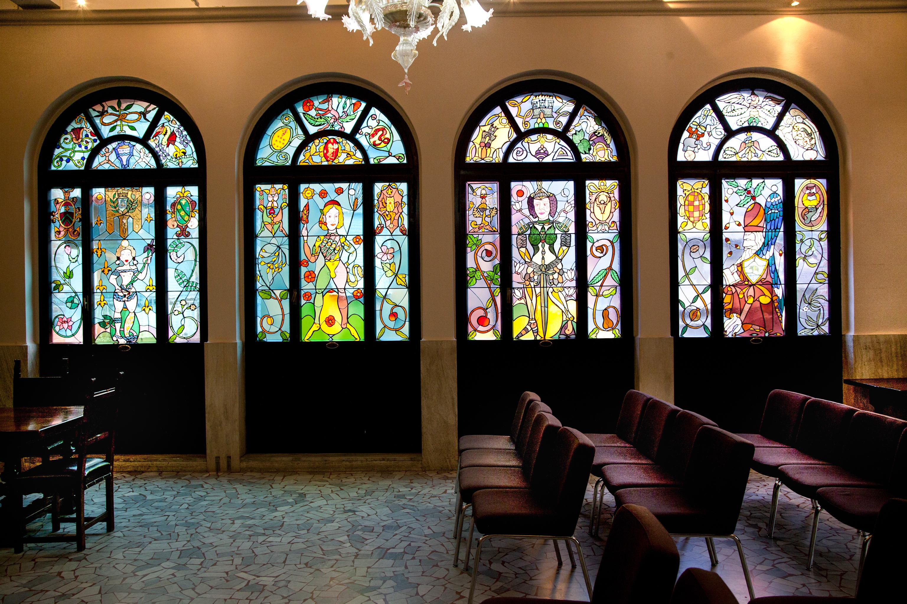 Le vetrate realizzate da Luigi Ontani