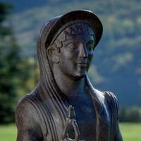 Statuetta femminile di offerente