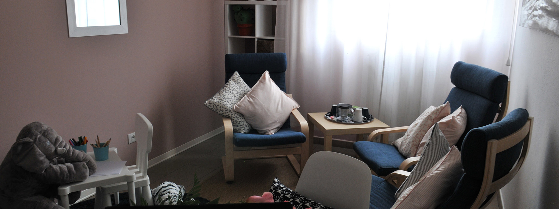 Immagine di una stanza rosa