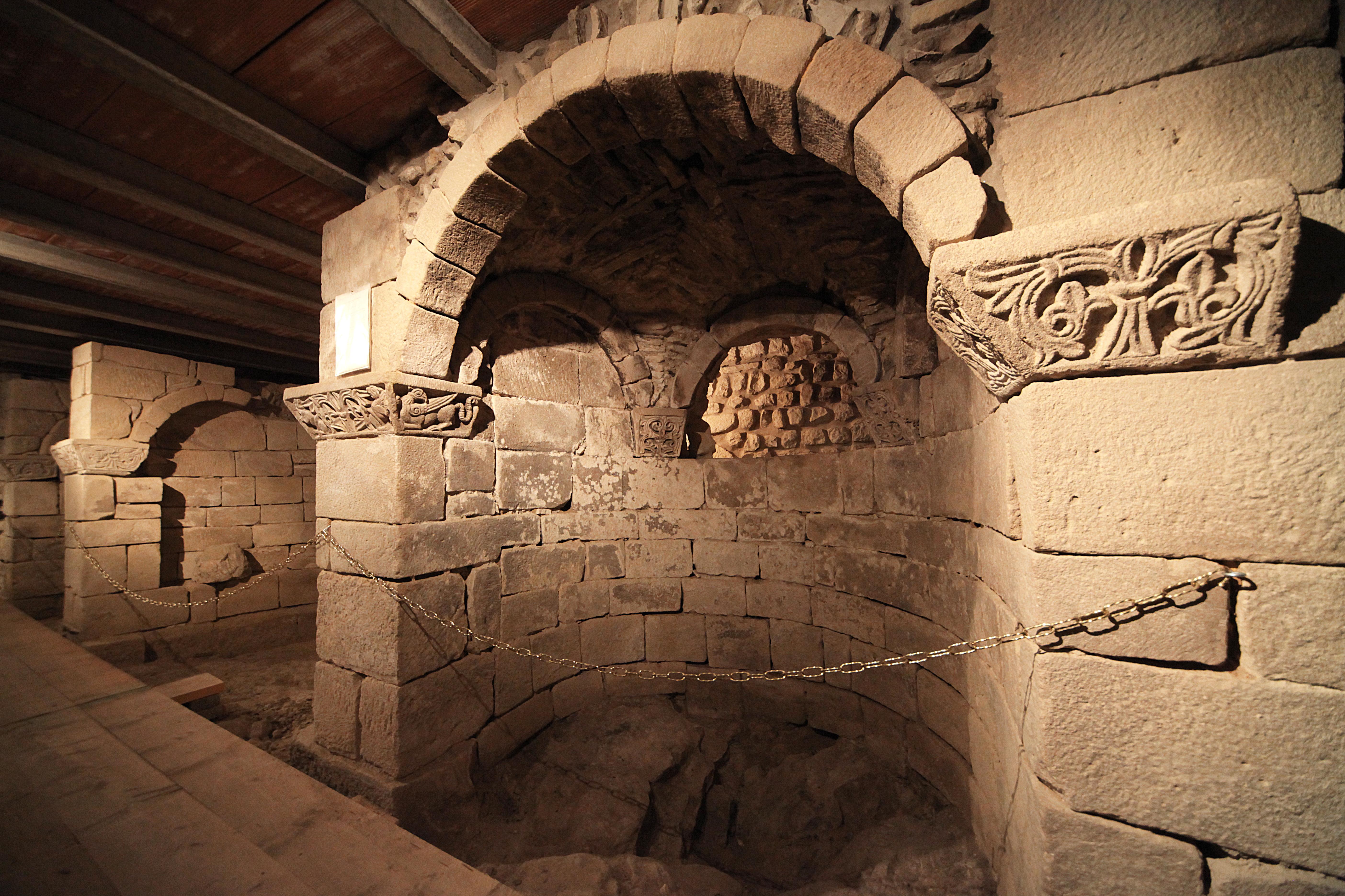 Grizzana Morandi - Chiesa di Montovolo, cripta - foto di Paolo Barone